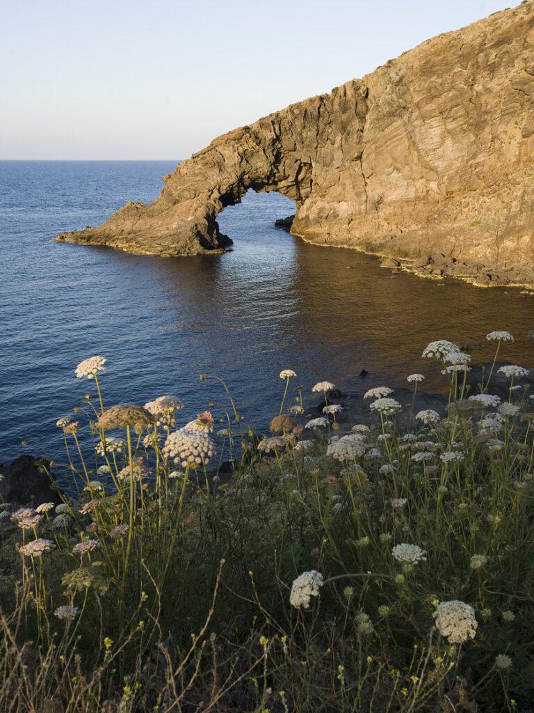 """La """"Perla Nera"""" sospesa tra Africa ed Europa: trekking a Pantelleria"""