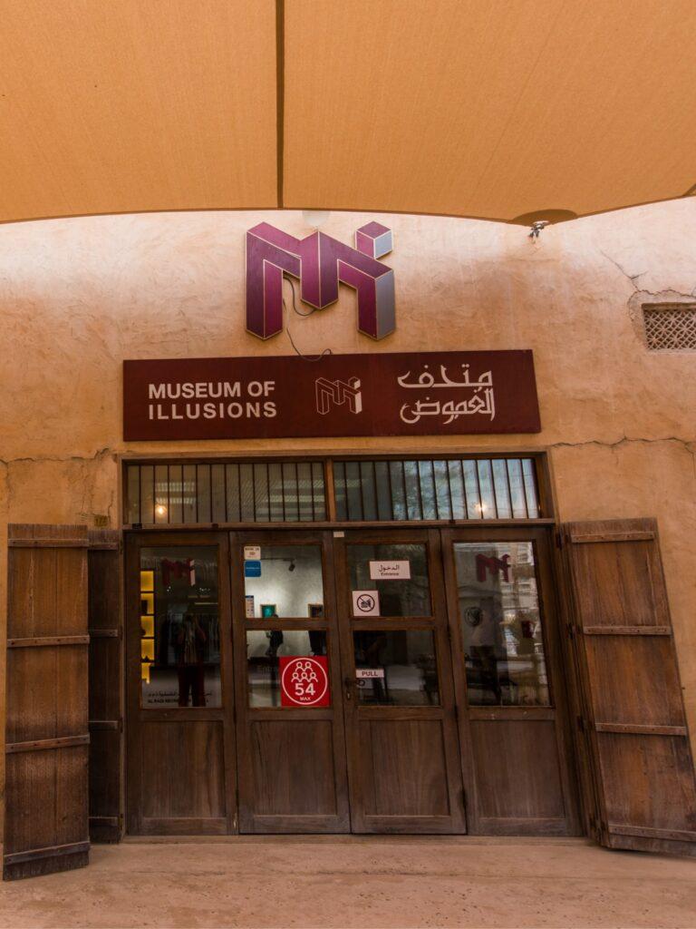 """Museum of Illusions: il posto giusto dove """"perdere la testa"""""""